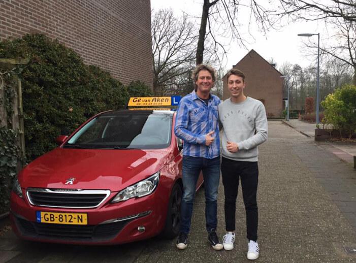 Prijzen bij Rijschool Zwanenburg voor autorijles in Amsterdam, Zwanenburg, Halfweg en Badhoevedorp.